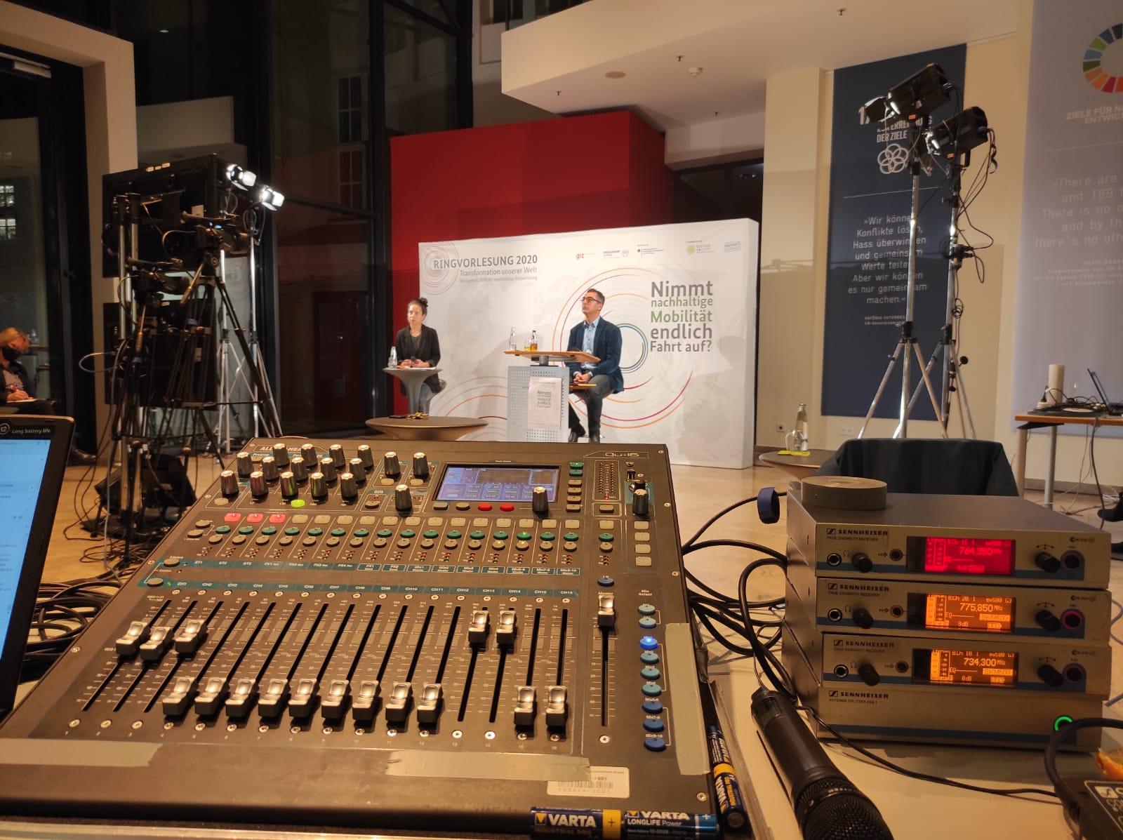 Streaming Ihrer Veranstaltung ins Internet hybride Events virtuelle Veranstaltungen Berlin